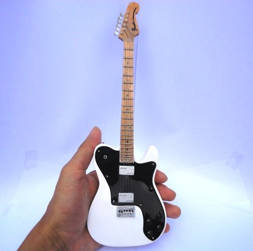 Miniatur Gitar Fender Classic Series '72 Telecaster Deluxe
