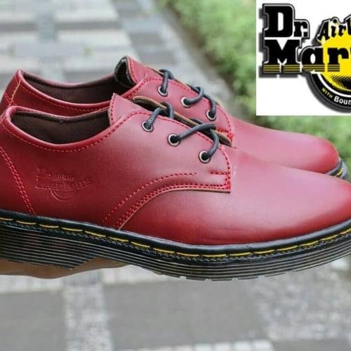 Sepatu pria Dr. Martens low dockmar kasual formal Free kaos kaki.