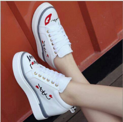 Koleksi Sepatu Boots / Kets Miaw Putih