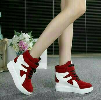 Sepatu Boot Gesper Sapi Merah