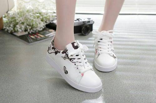 Sepatu Kets Lukis Kupu Kupu Putih