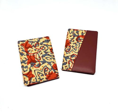Dompet Passport/Passport Cover Batik Abstrak Maroon