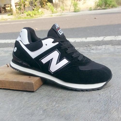 NEW BALANCE Sepatu Sport 574 Hitam Putih