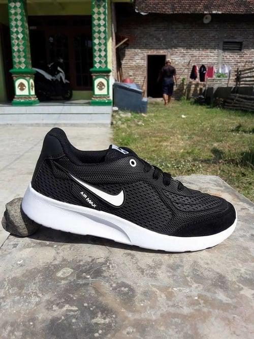 NIKE Sepatu Sport Khaisi Max Hitam putih