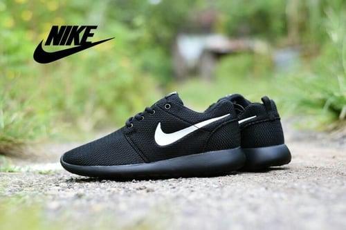NIKE Sepatu Sport Roshe Run Hitam
