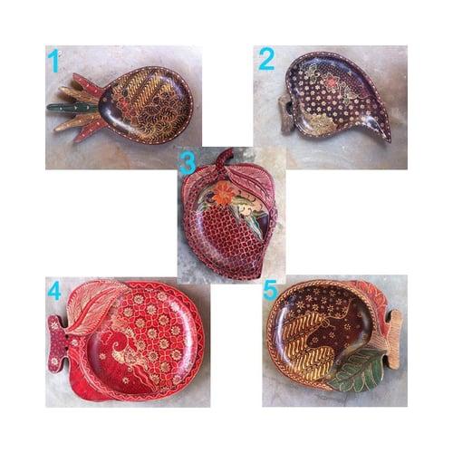 Tray / Tempat Buah Bentuk Daun Kayu Batik